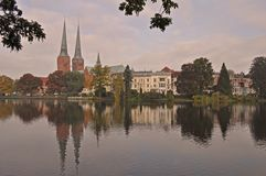 Os DOM da catedral ou do Lubecker de Lubeque são um grande tijolo construíram a catedral Lutheran em Lubeque foto de stock