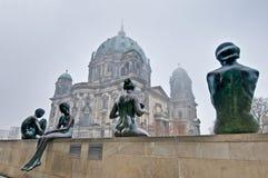 Os DOM do berlinês (catedral de Berlim) em Berlim, Alemanha Fotos de Stock Royalty Free
