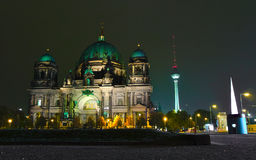 Os DOM do berlinês na noite Foto de Stock