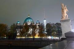 Os DOM do berlinês na noite Fotografia de Stock Royalty Free