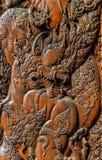 Os dragões cinzelados na madeira Fotos de Stock Royalty Free