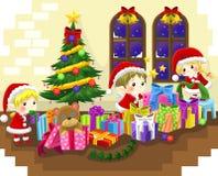 Os duendes pequenos bonitos estão comemorando o Natal Imagem de Stock Royalty Free