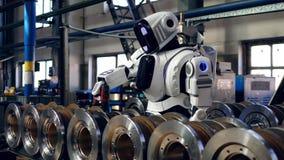Os elementos do metal estão obtendo furados pelo cyborg, droid filme