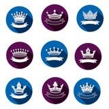 Os elementos reais estilizados do projeto 3d, grupo de rei coroam majestoso Imagens de Stock