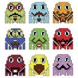 Os emoticons do moderno 2 do robô de Pixelated inspirados mostrar video dos jogos de computador do vintage dos anos 90 variam emo Imagem de Stock