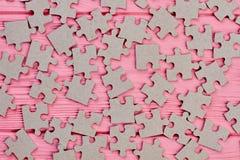 Os enigmas de serra de vaivém cinzentos fecham-se acima Foto de Stock