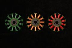 Os enrolamentos amarelos e verdes vermelhos nos motores sem escova bobinam Fotografia de Stock Royalty Free