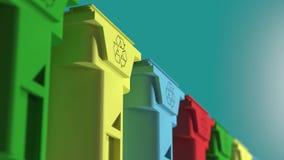 Os escaninhos de lixo, com reciclam o logotipo na parte dianteira, empilhada em seguido, laço video estoque