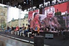 Os escritores fazem o discurso em livros de Rússia Fotos de Stock Royalty Free