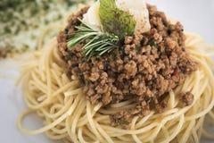 Os espaguetes bolonhês com Parmesão 11close levantam o tiro Imagem de Stock Royalty Free