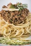 Os espaguetes bolonhês com Parmesão 12close levantam o tiro Imagens de Stock