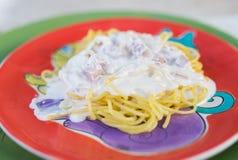 Os espaguetes com creme Imagens de Stock Royalty Free