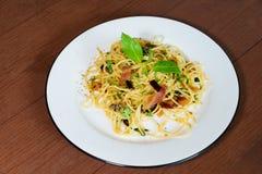 Os espaguetes deliciosos favorited o estilo tailandês do alimento foto de stock