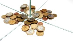 Os espelhos multiplicam o dinheiro dos euro Fotografia de Stock Royalty Free