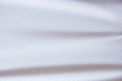 Os esportes brancos da textura da tela da roupa do jérsei do futebol vestem Fotos de Stock Royalty Free