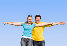 Os esposos apreciam a vida ao ar livre Imagem de Stock