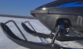 Os esquis do carro de neve imagem de stock royalty free