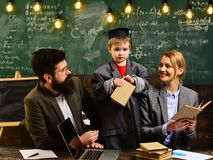 Os estudantes bem sucedidos são na maior parte criativos O professor cria o sentido de comunidade e a pertença na sala de aula in imagens de stock royalty free