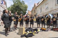 Os estudantes de Porto, Portugal cantam em Zagreb, Croácia Imagem de Stock