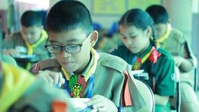 Os estudantes elementares são lição do teste video estoque