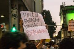 Os estudantes protestam atrav?s de Brasil sobre Jair Bolsonaro & x27; cortes varrendo de s ? educa??o fotos de stock