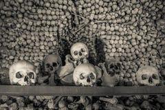 Os et crânes humains dans l'ossuaire Église de Kostnice dans Kutna Hora Photographie stock