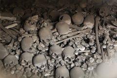 Os et crânes humains dans l'ossuaire de Sedlec près de Kutna Hora Image libre de droits