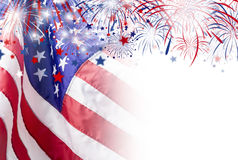Os EUA embandeiram com fundo do fogo de artifício para o Dia da Independência do 4 de julho Imagens de Stock