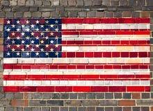 Os EUA embandeiram em uma parede de tijolo Foto de Stock