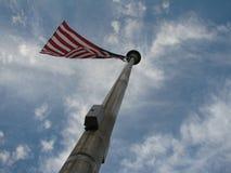 Os EUA embandeiram no fundo do céu Fotografia de Stock