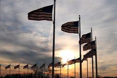 Os EUA embandeiram no monumento de Washington Foto de Stock
