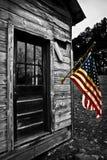 Os EUA embandeiram penduram de um respingo velho da cor da cabine Fotos de Stock