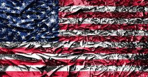 Os EUA embandeiram pintado em placa pintada idosa rachada fotografia de stock