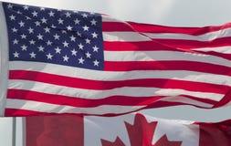 Os EUA embandeiram sobre o país America do Norte de Canadá Estados Unidos Imagem de Stock Royalty Free