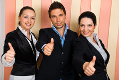 Os executivos agrupam dão os polegares acima Foto de Stock Royalty Free