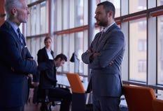 Os executivos agrupam na reunião Fotografia de Stock