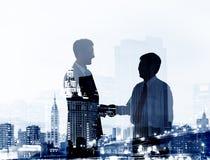 Os executivos do acordo do negócio Partners o conceito da colaboração Fotos de Stock Royalty Free