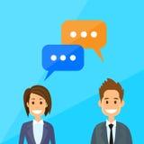 Os executivos equipam e a discussão de fala da mulher Foto de Stock Royalty Free