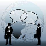 Os executivos globais da equipe conectam bolhas da conversa Fotos de Stock Royalty Free