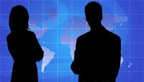 Os executivos mostram em silhueta, fundo do mapa de mundo ilustração royalty free