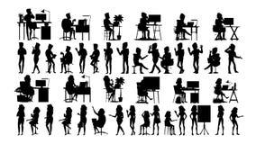 Os executivos mostram em silhueta vetor ajustado Homem, mulher Reunião urbana uma comunicação dos amigos Fileira do corpo Fala ju ilustração royalty free