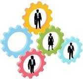 Os executivos team nas engrenagens da tecnologia