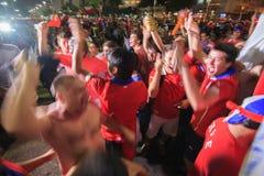 Os fãs chilenos comemoram a vitória sobre a Espanha Fotos de Stock Royalty Free
