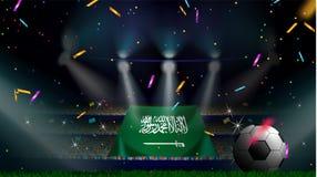 Os fãs guardam a bandeira de Arábia Saudita entre a silhueta da audiência da multidão no estádio de futebol com confetes para com ilustração royalty free