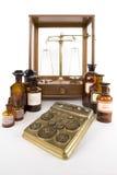 Os farmacêuticos pesam Imagens de Stock Royalty Free