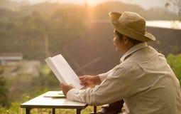 Os fazendeiros tailandeses estão aprendendo habilidades profissionais do desenvolvimento foto de stock royalty free