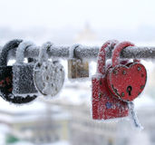 Os fechamentos congelados, alguns coração-deram forma Fotografia de Stock Royalty Free