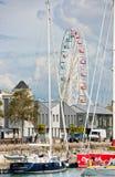 Os ferris grandes rodam dentro o porto de La Rochelle, França fotografia de stock