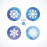 Os flocos de neve brancos em círculos de cor da água Fotografia de Stock