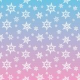 Os flocos de neve brancos nevam no inverno azul e cor-de-rosa chris do inclinação do céu Imagem de Stock Royalty Free